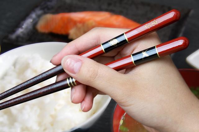 鶴亀モチーフの名入れ箸