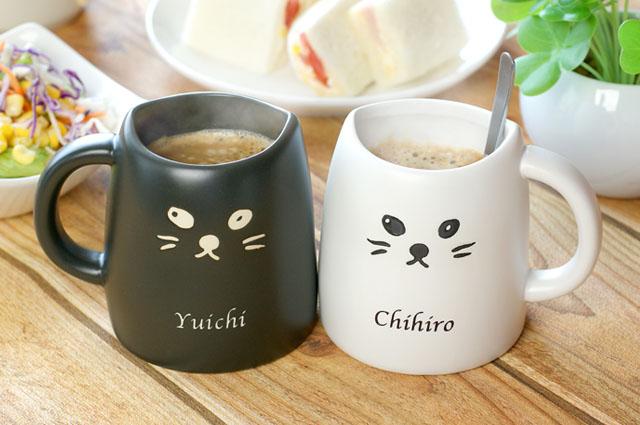 白ネコと黒ネコのペアマグカップ