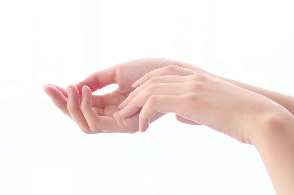 手のひら全体に伸ばす