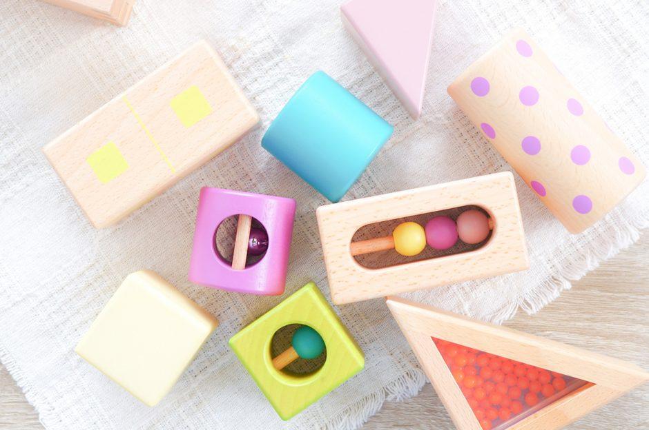 【万能知育玩具】積み木遊びの効果とは?年齢別の遊び方・選び方