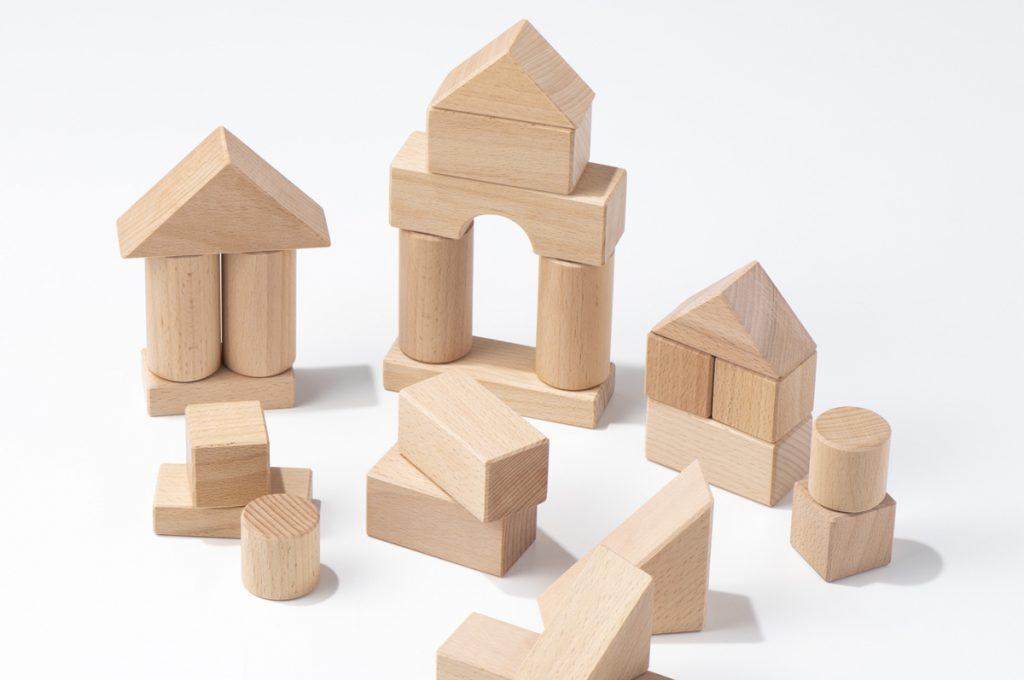 年齢別遊び方の目安とおすすめ積み木
